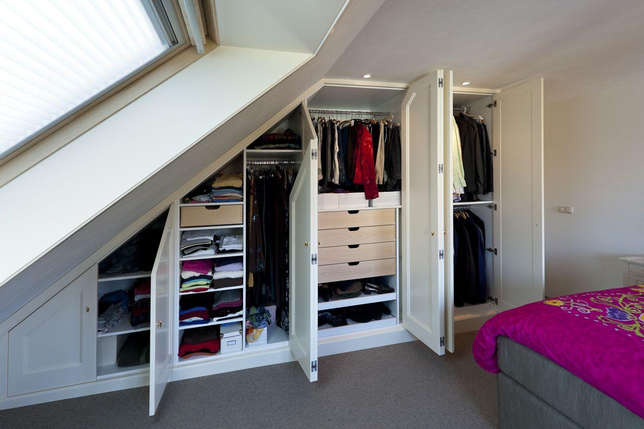 Schuine wand kast ronald schouwink slaapkamer pinterest kast zolder en slaapkamer - Opslag voor dressing ...