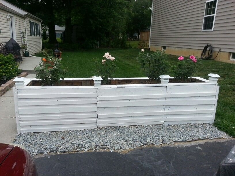 Pallet flower bed with solar lights