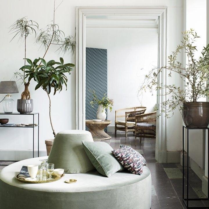 Pouf Avec Appui Dorsal Green Velvet Architecte Interieur Canape Rond Fauteuil Deco