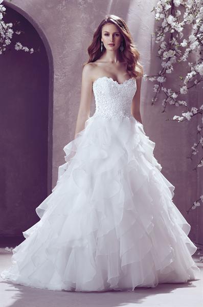 Elegant Touch Bridal | Elegant and Wedding