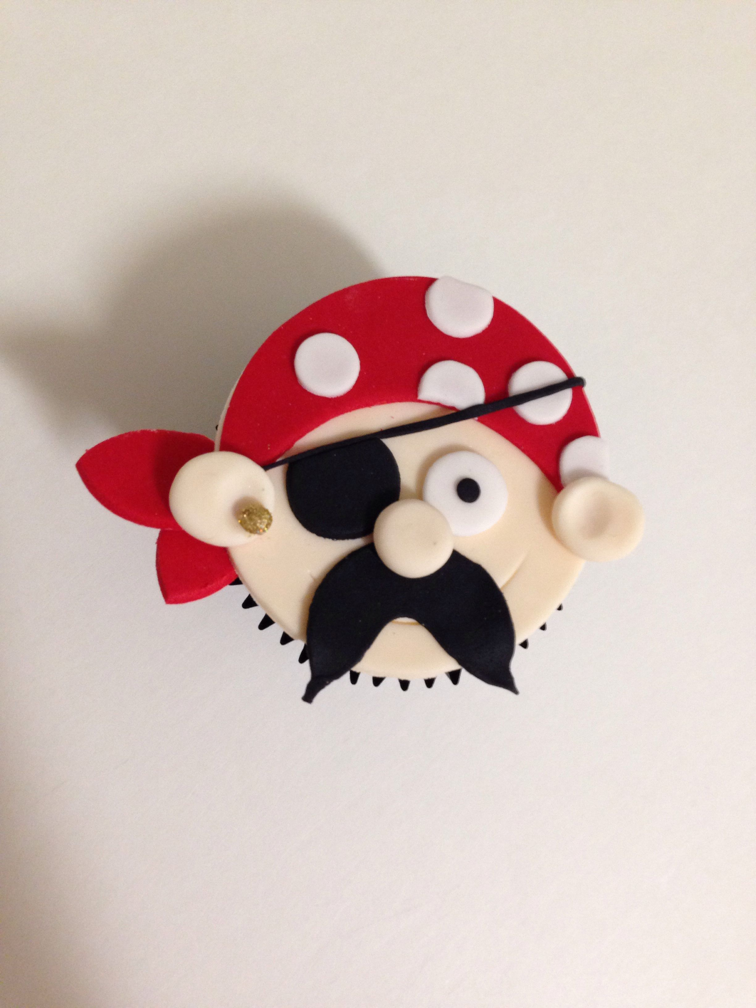Pirate cupcakes - For all your cake decorating supplies, please visit craftcompany.co.uk