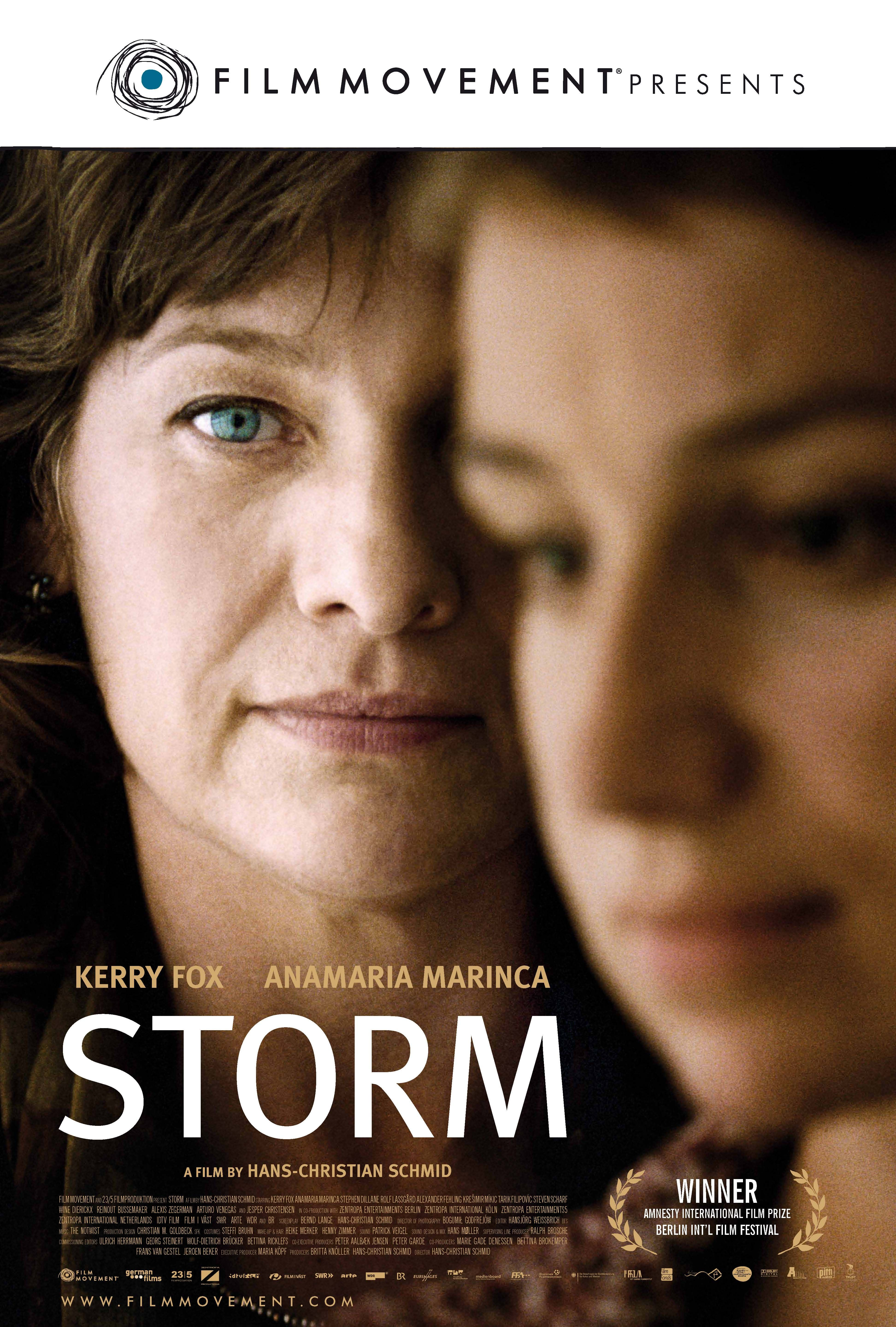 """Storm - Hans-Christian Schmid 2009 - DVD04449 -- """"Hannah Maynard, a prosecutor of Hague's Tribunal for war crimes in former Yugoslavia, charges a Serbian commander for killing Bosniaks. However, her main witness might be lying, so the court sends a team to Bosnia to investigate."""""""