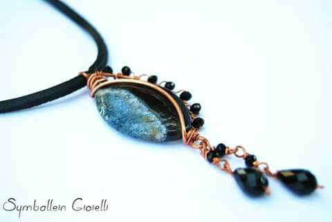 """""""Blue&Black"""", copper, agate and crystal beads"""