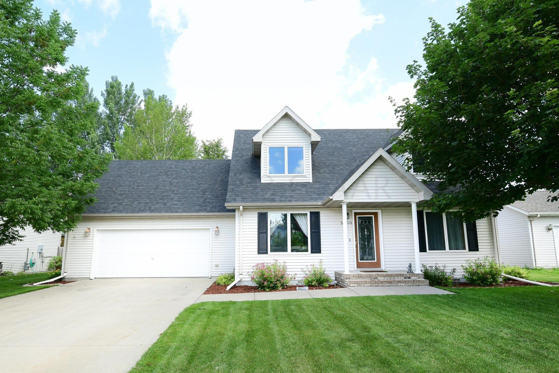 5150 W Lanark Drive Grand Forks Nd 58203 Mls 19 1325 Listing Information Berkshire Hathaway Homeservice Fenced In Yard Cape Cod Style House Exit Realty