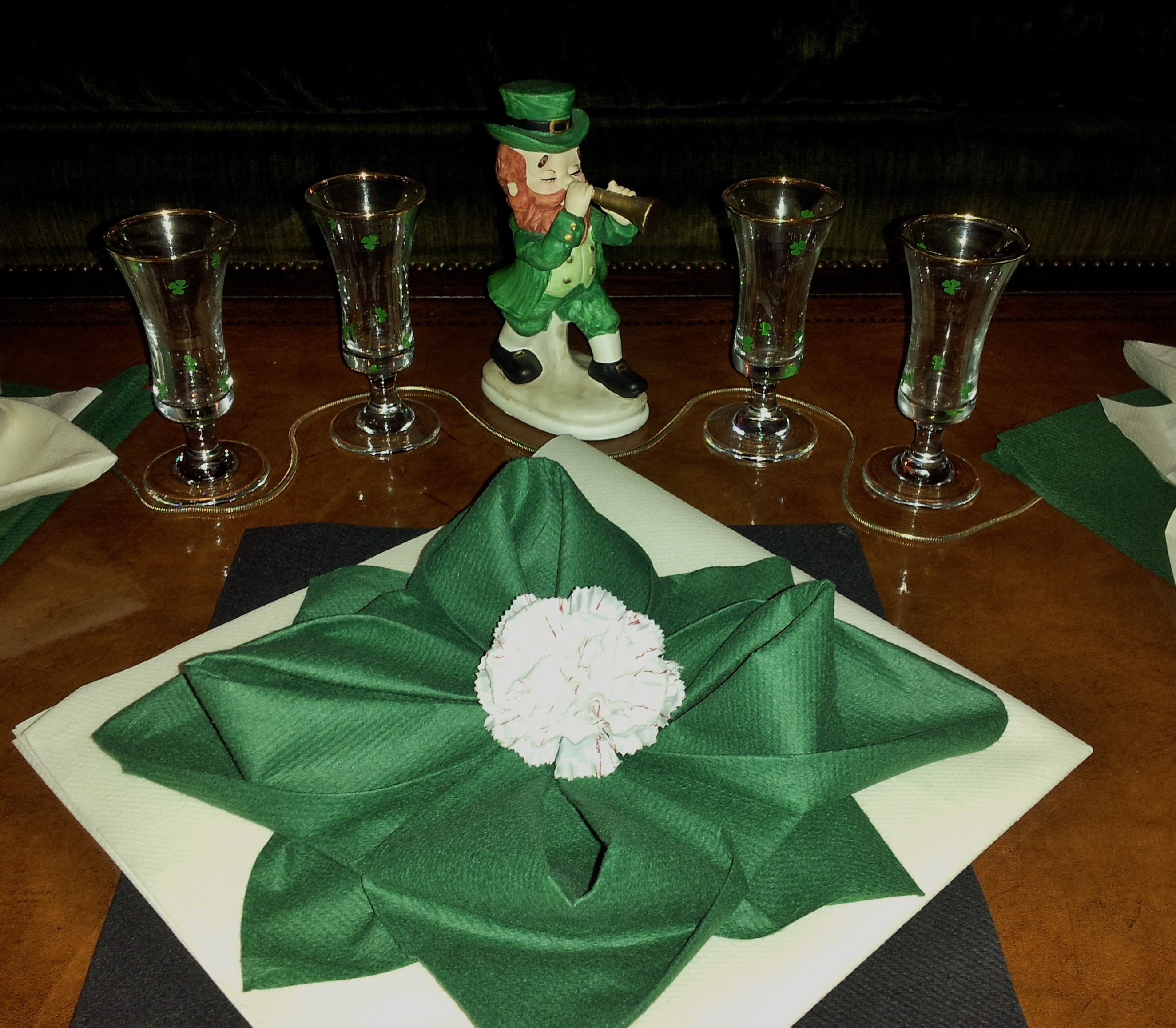 Affordable & fun way to decorate your table!