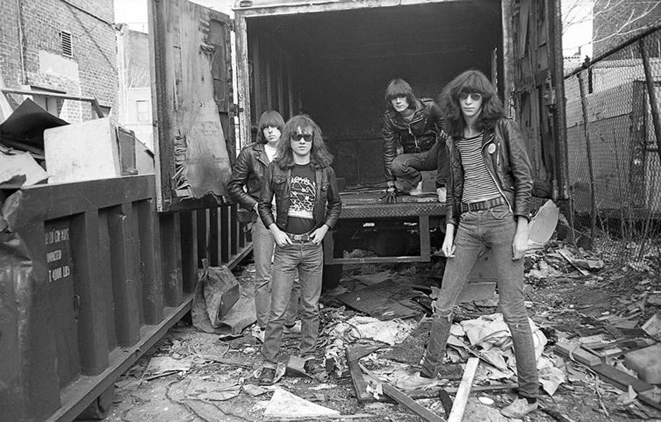 Johnny Ramone, Tommy Ramone, Dee Dee Ramone e Joey Ramone em 1976