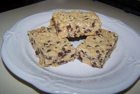 Homemaking Merry Hearts: Chocolate Chip Granola Bars