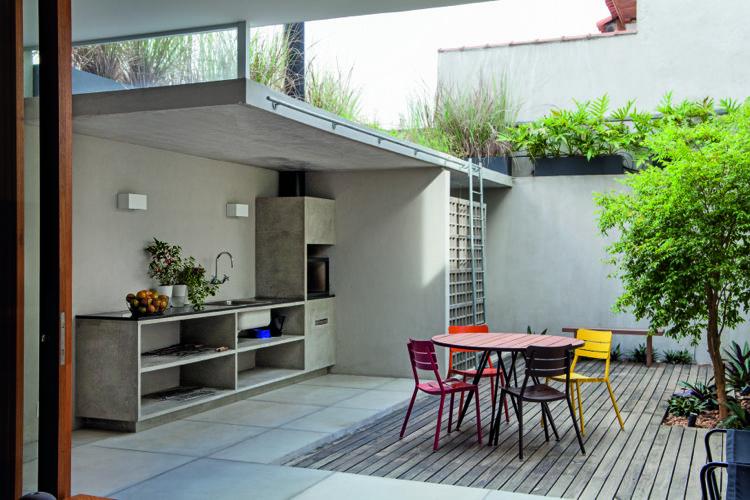 Moderne Sommerküchen : Moderne sommerküche betpn schwarze arbeitsplatte garden house