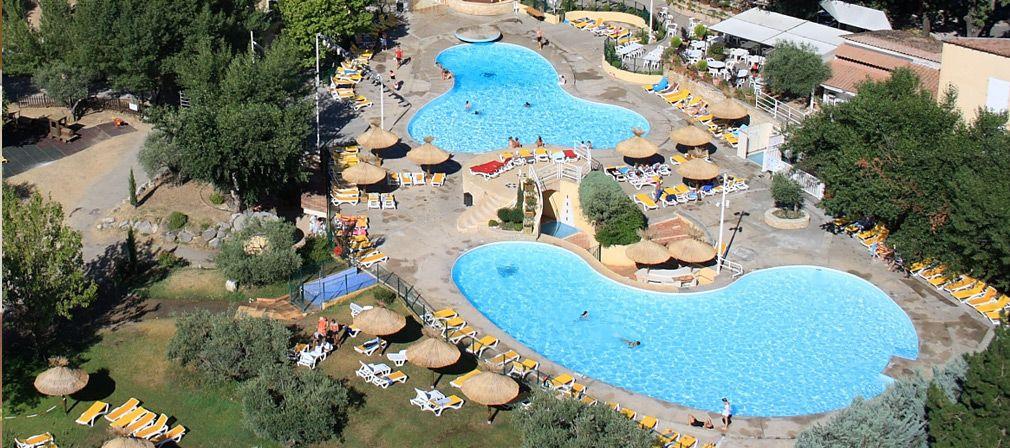 Camping L Hippocampe Ligt In Volonne In De Provence De Bergen Vormen Een Prachtig Decor Het Grote Zwemparadijs Heeft Mooie Wa Camping Waterglijbanen Provence