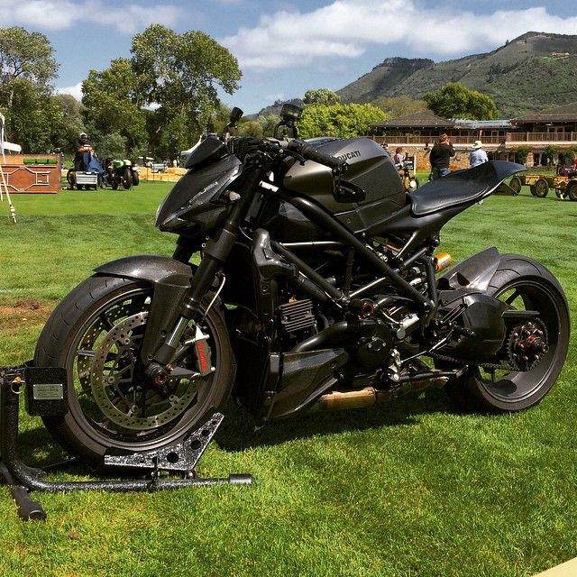 Prepping the #ducati #streetfighter for the #quailshow #motorcycle gathering with www.pagnol-moto.com