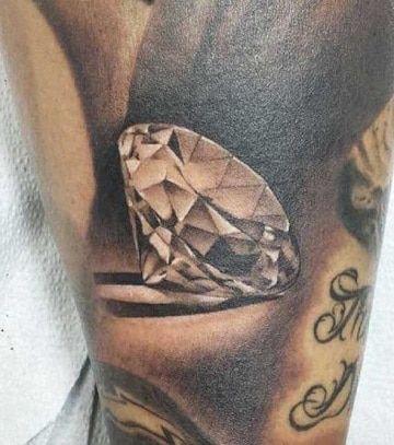 20 Tatuajes de diamantes para hombres