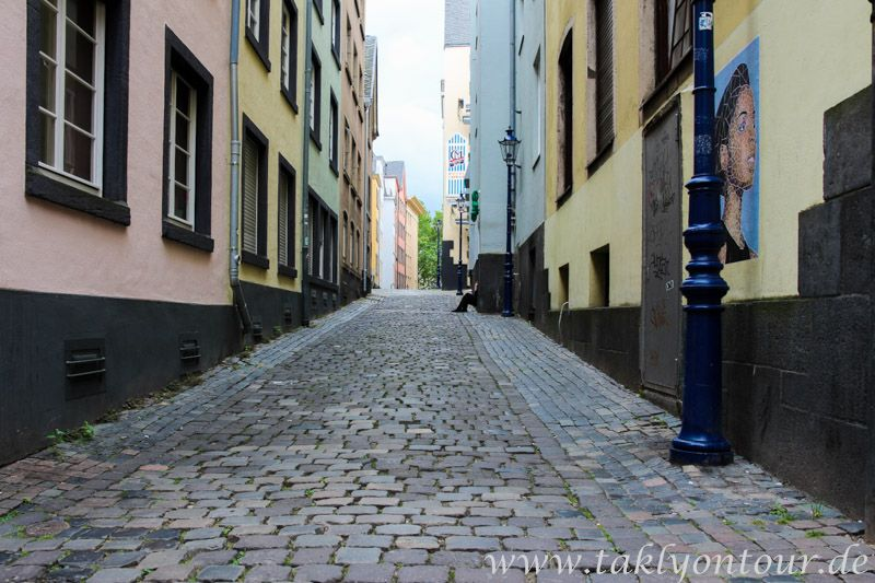 www.taklyontour.de Die Ruhe vor dem Sturm. Die #Altstadt in #Köln am Morgen.