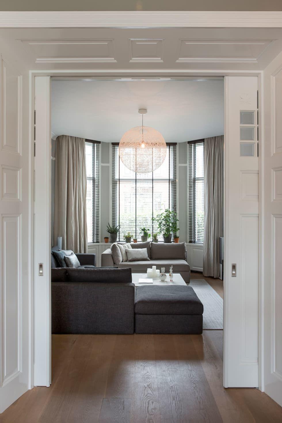 Foto\'s van een moderne woonkamer: luxe woonkamer in warm herenhuis
