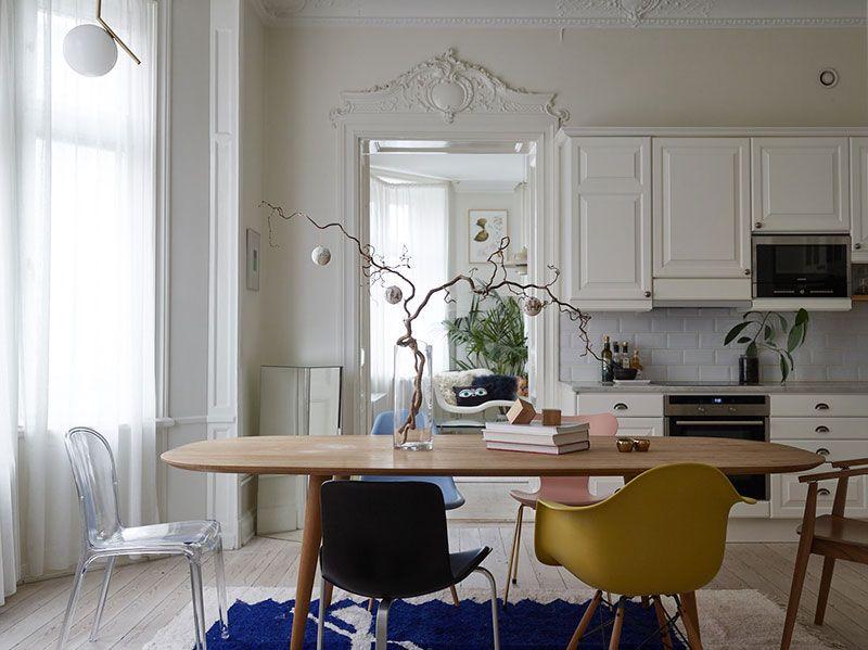 Playful decor and vintage door: bright Scandinavian