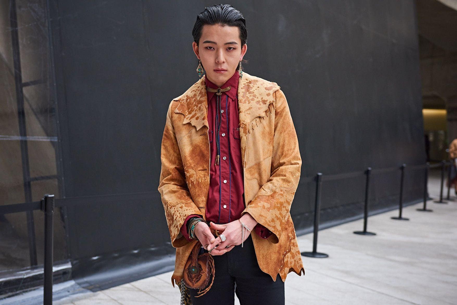 e72a9708366d Street Style Gets Bold at Seoul Fashion Week Fall/Winter 2018   衣著 ...