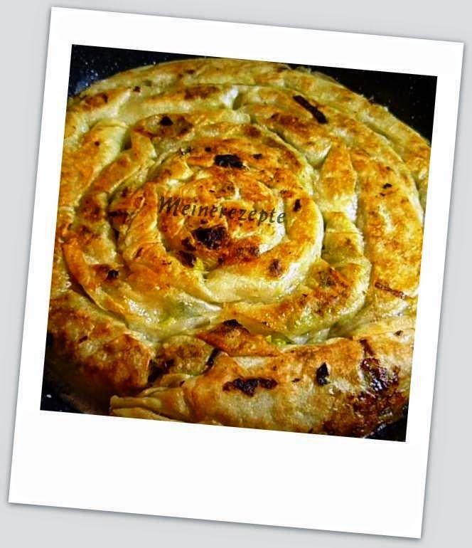 Pfannenbörek mit Porree Füllung - Pirasali tava böregi - türkische küche rezepte