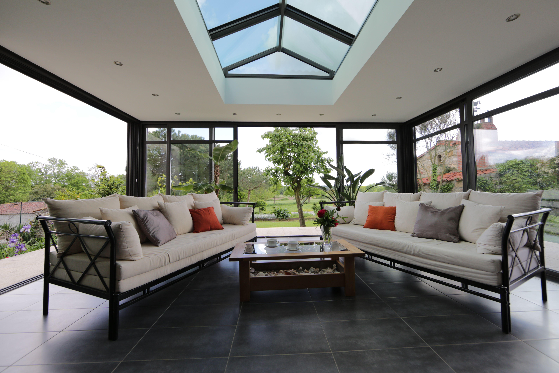 Véranda en aluminium ouverte sur l'extérieur | Veranda aluminium, Veranda alu, Décoration maison