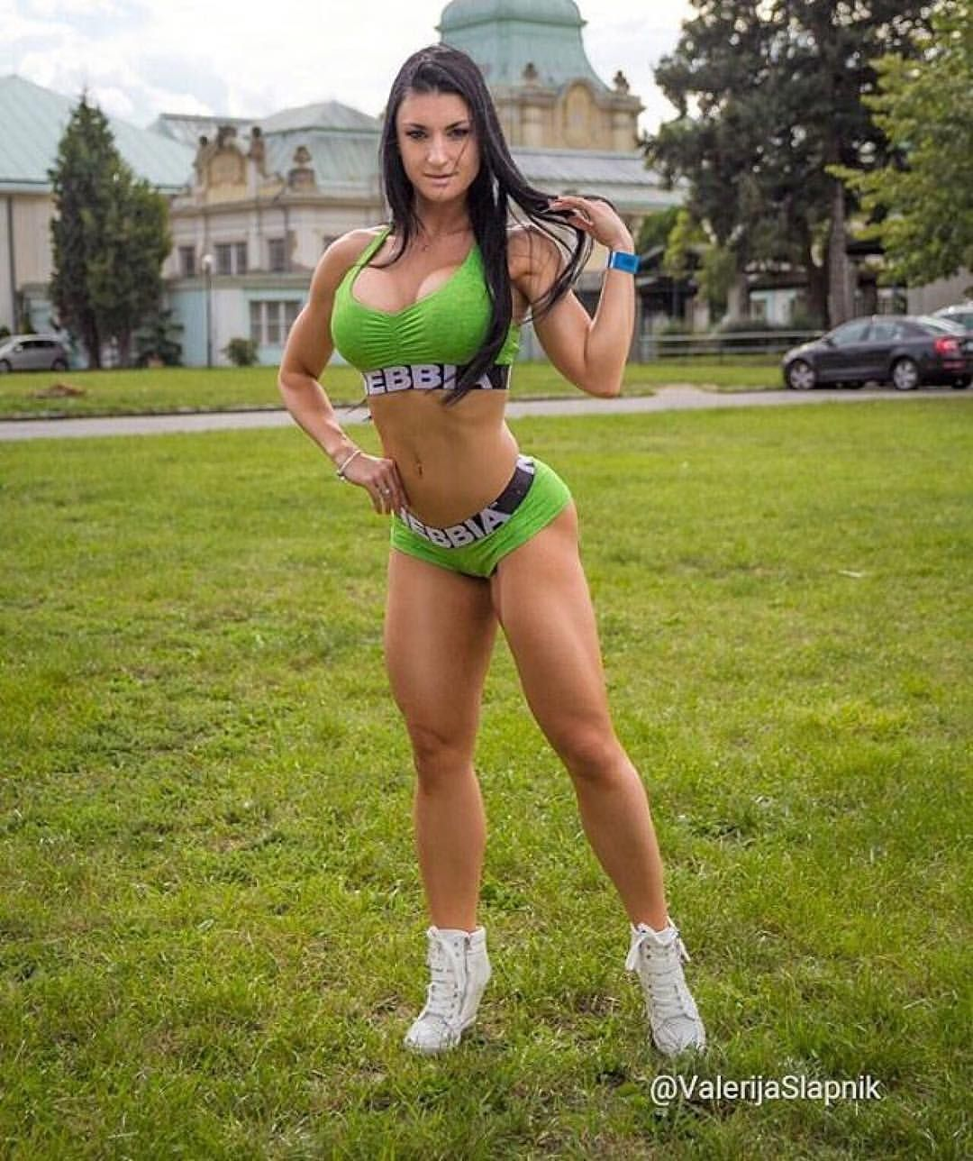 hot athletic nude girl