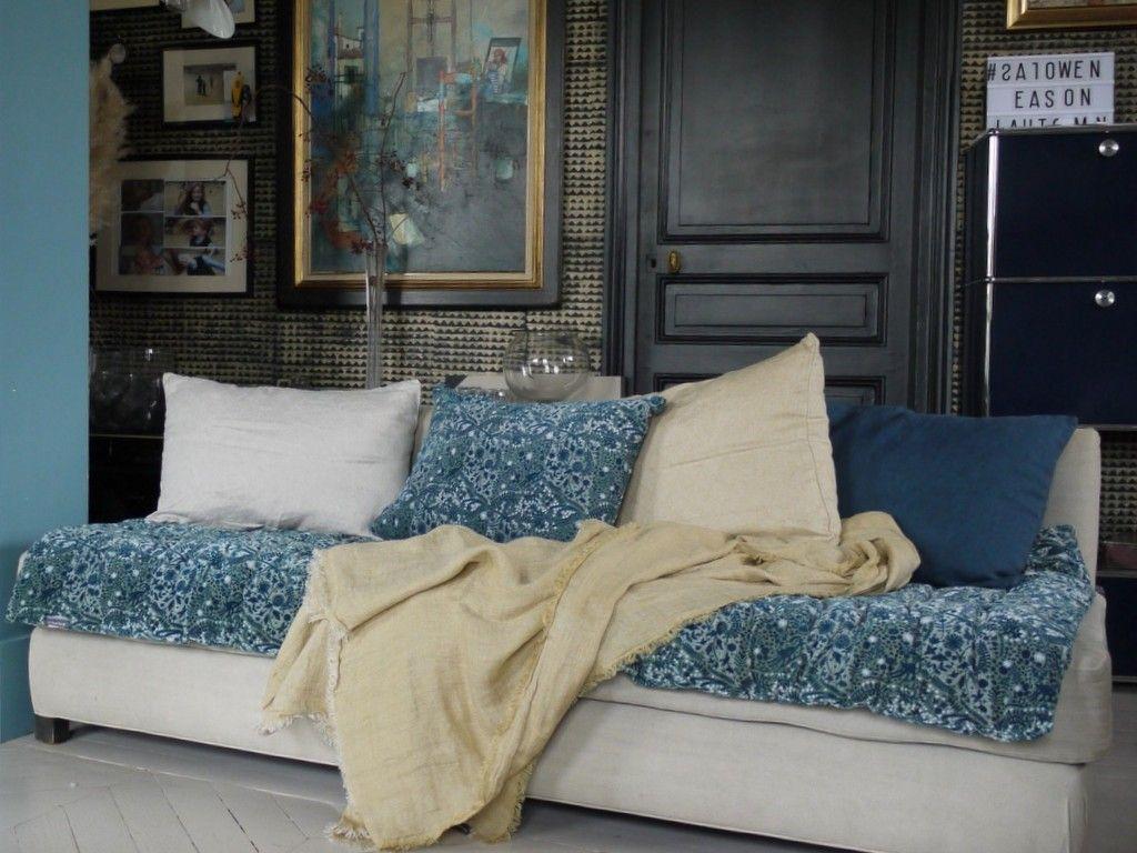Un Edredon De Canape Pour Relooker Votre Sofa Joli Place Decoration Maison Relooker Un Canape Edredon