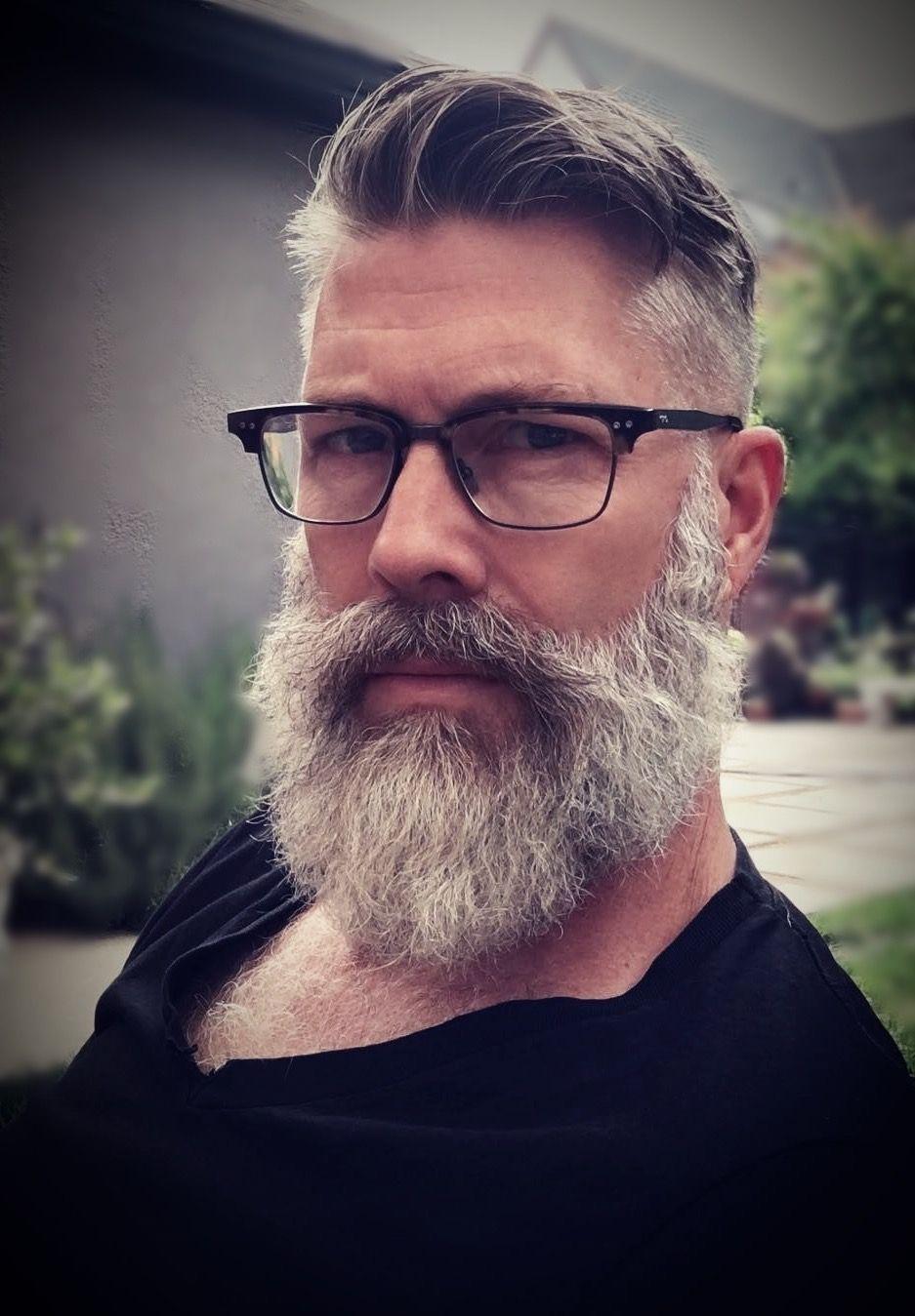 Glatze männer und brille mit Was haltet