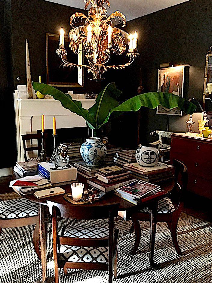 charleston home design%0A Antiques dealer John Pope apartment in Charleston