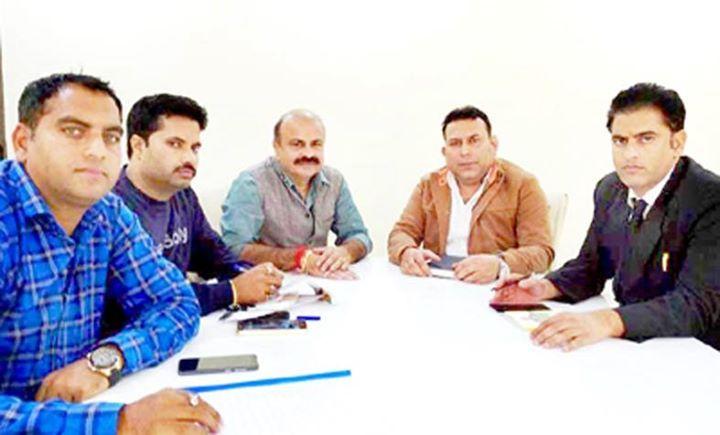 state bjp vice president yudhvir sethi chairing a meeting of bjym