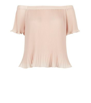 """This shell pink pleated bardot neck top will lift a summer day wardrobe in moments. Pair with a suedette mini skirt and strappy heels to finish the look.- Pleated design- Bardot neck- Simple short sleeves- Casual fit that is true to size- Model is 5'8""""/176cm and wears UK 10/EU 38/US 6"""