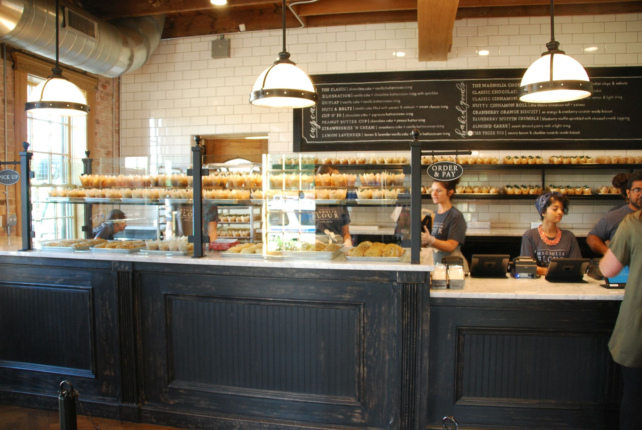Magnolia Flour The New Bakery Of Fixer Upper S Joanna Gaines Is Now Open Everything Is D Fixer Upper Joanna Gaines Bakery Design Magnolia Farms Fixer Upper