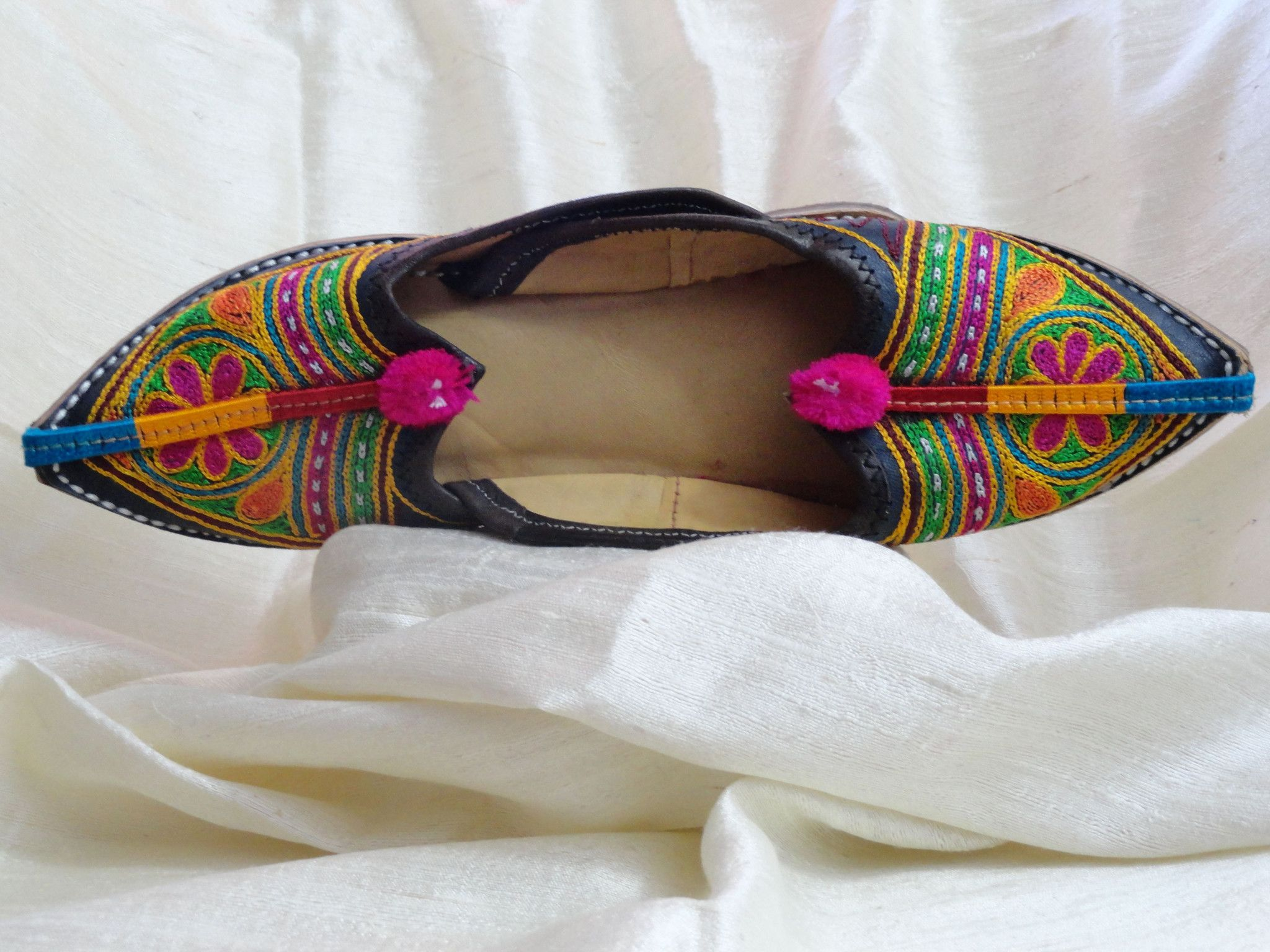 Indian Flat shoes or sandals. Handmade, hand embroidered women's shoes.  Indian Leather Punjabi