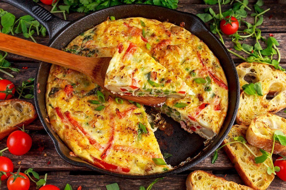 Keto Frittata mit Bacon - eine Frittata Variante, die sich für deine ketogene Ernährung eignet
