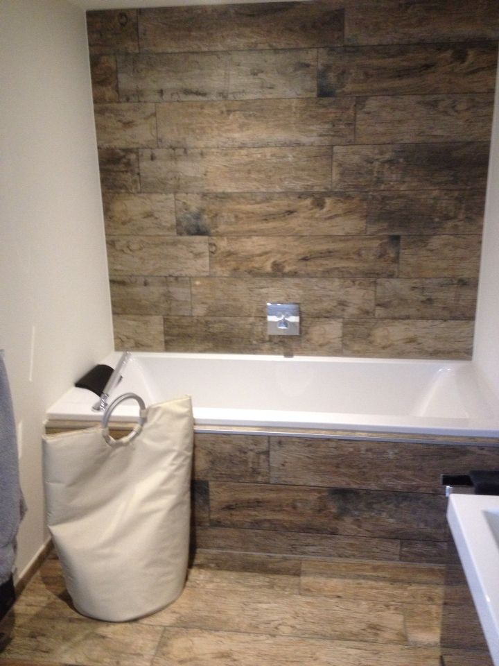 Houtlook tegels mijn tiger badkamer pinterest tegels badkamer en badkamers - Hout voor de badkamer ...