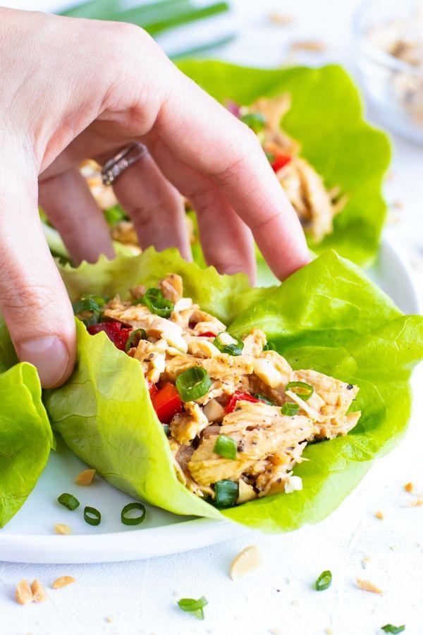 Roulés de laitue au poulet asiatique rapides et faciles - Table évolutive