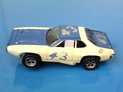 VINTAGE-AURORA-AFX-HO-SLOT-CAR-PLYMOUTH-ROADRUNNER-43