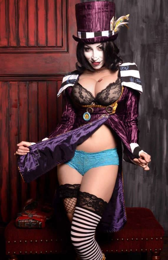 Moxxie is hot enough to make sister dee