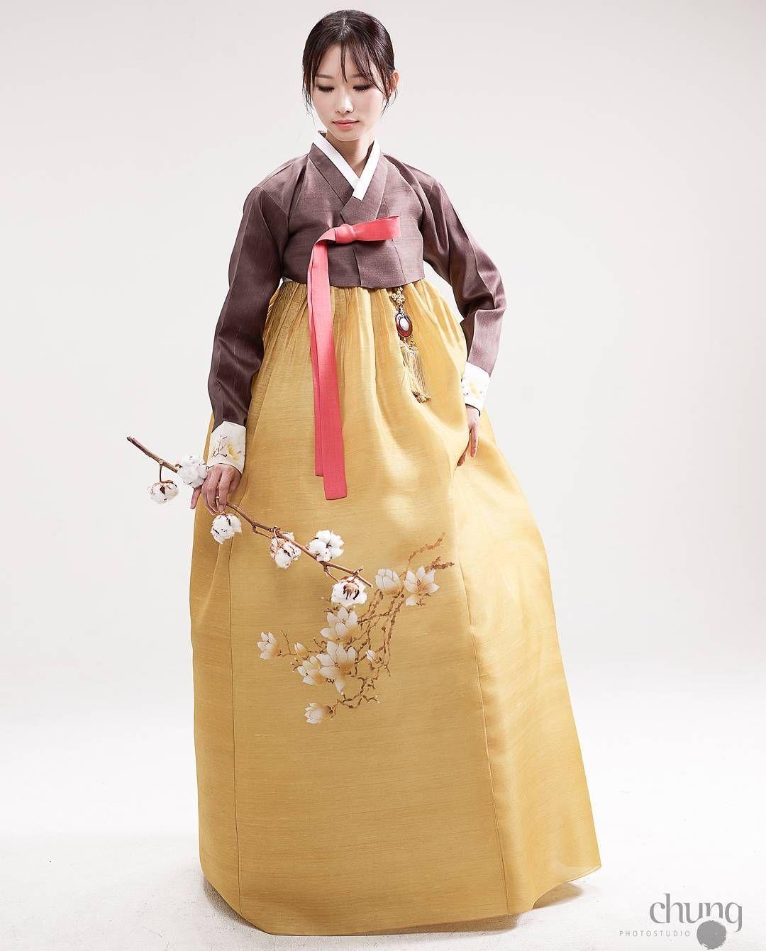 """광장시장한복 종로한복 결혼한복 신부한복 웨딩 차은엽한복 (@chaeunyeop_hanbok) on Instagram: """"@chaeunyeop_hanbok  #차은엽한복 #한복 #종로한복  #웨딩한복 #혼주한복 #한복맞춤  #광장시장한복 #결혼식준비 #한복 #일산한복 #부산한복 #신부한복…"""""""