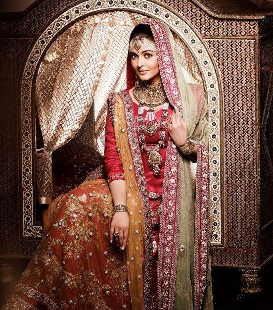 Pin By Maleeha Ajaz On Gipsy Mood Fashion Aishwarya Rai Wedding Pictures Bollywood Fashion