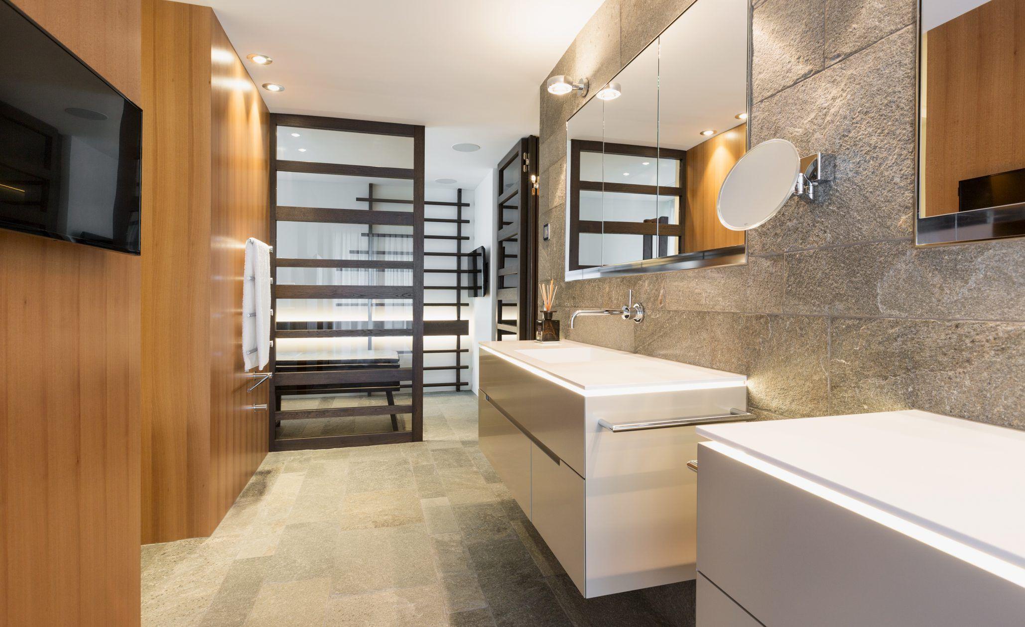 Naturstein Badezimmer ~ Die boden und wandplatten im badezimmer mit begehbarer dusche