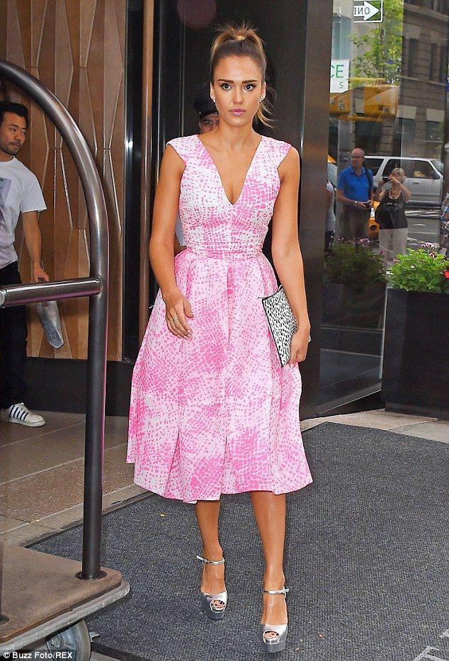 Jessica Alba | outfits | Pinterest | Boda de día, Vestidos coctel y ...