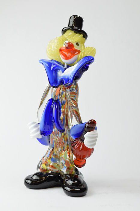 Pitau (Pitau broers glasfabriek) - Clown  Clown sculptuur maakte in Murano door meester Pitau.Het item is ondertekend Pitau Murano op de basis.Geleverd met certificaat van borgtocht.Het certificaat is ook uw persoonlijke garantie van de verkoper dat het object authentiek en echt in elk detail en de voorwaarde volgens beschrijving is.Twijfel of de vraag over de authenticiteit van het object zal onmiddellijk worden aangepakt.In uitstekende staat.Grootte:Hoogte 20 cmBreedte 8.5 cm.Gewicht 550…