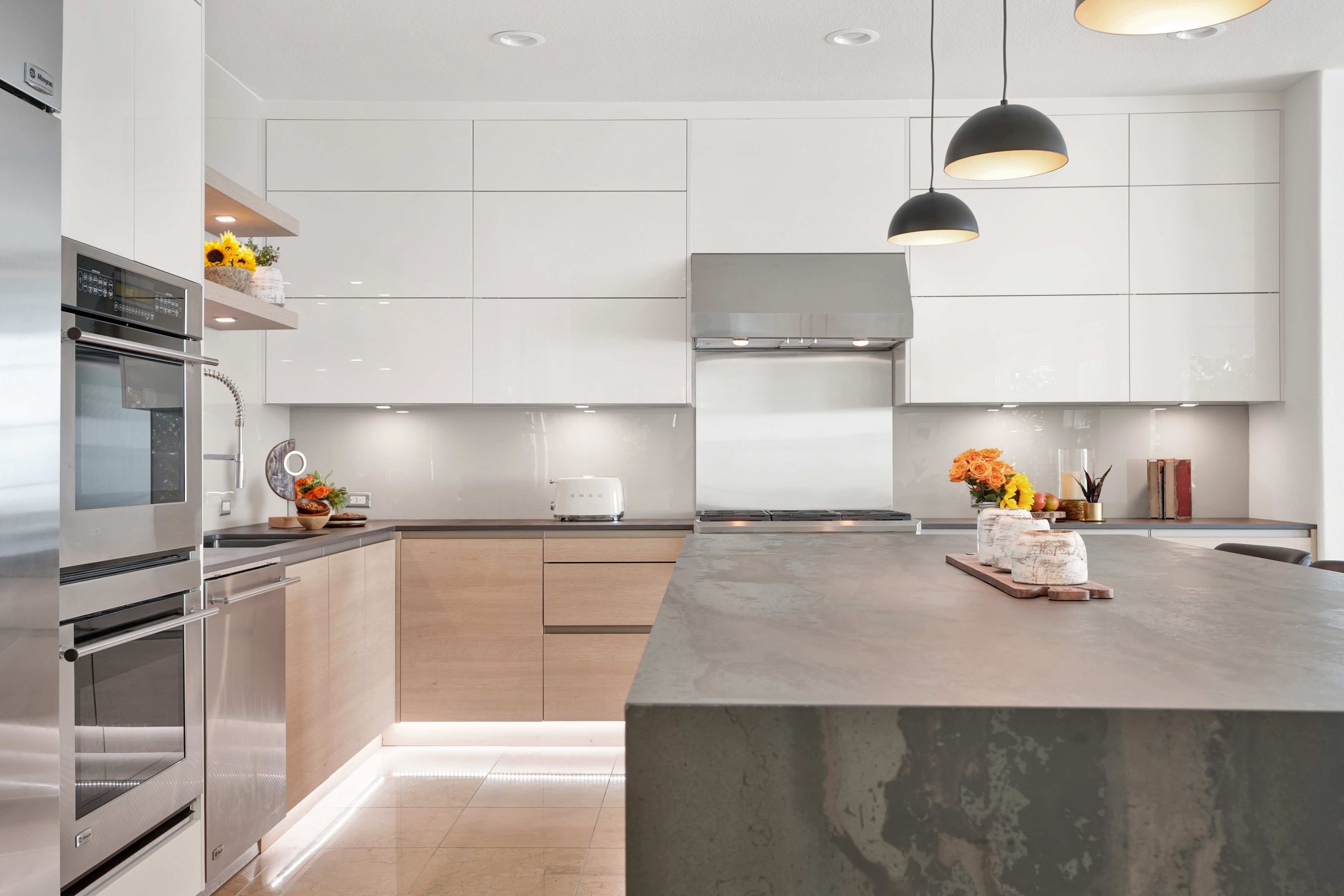 Happy December This Gorgeous Surface Is Perfect For Any Modern Kitchen No Matter The Size Start Your Month Kitchen Design Modern Kitchen Back Painted Glass