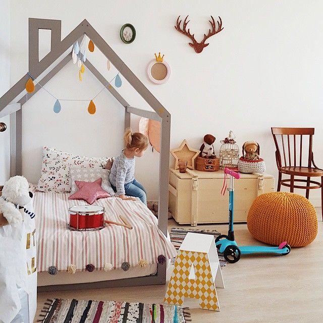 Kinderbett häuschen  Fürs Kinderzimmer: Grau-braunes Hausgestell als Kinderbett oder ...