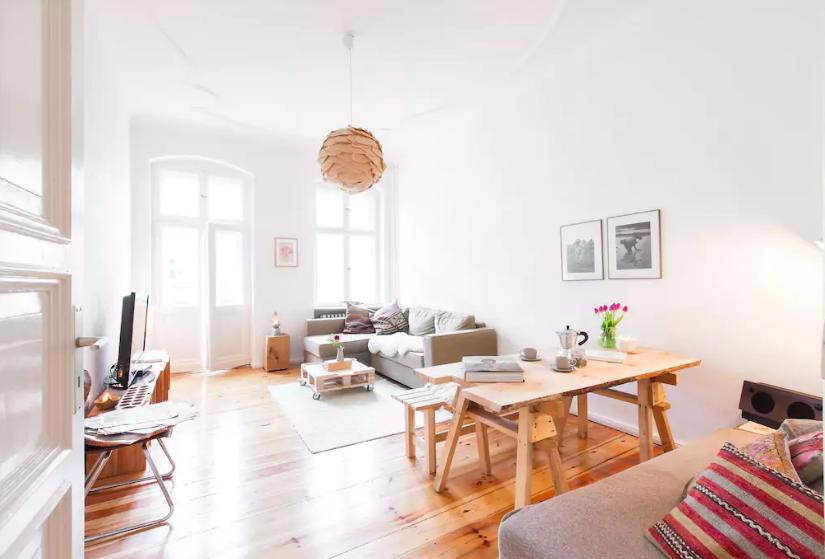 Wohnzimmer Esstisch ~ Blick ins wohnzimmer einer wunderschönen altbauwohnung
