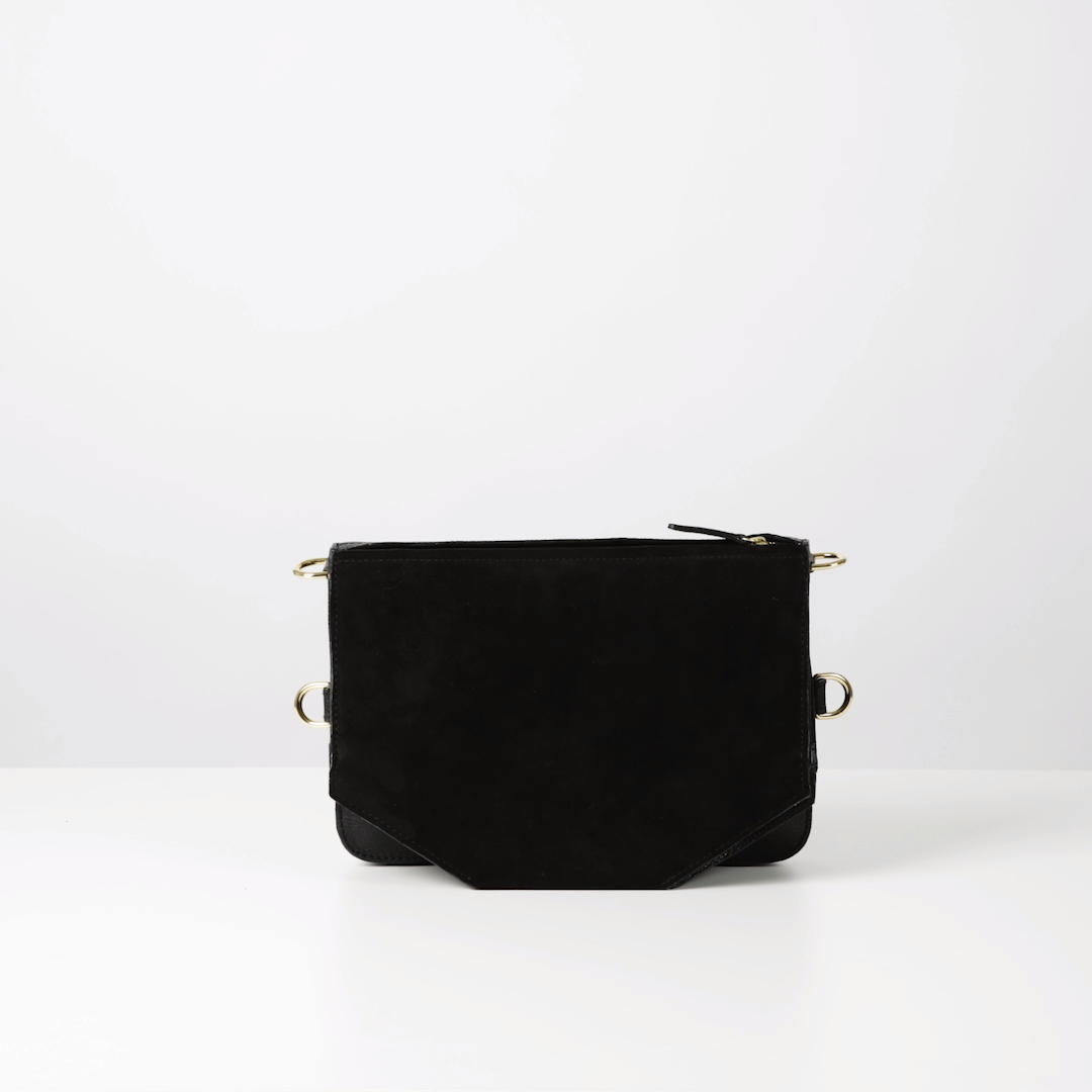 The Bo Bardi bag is the ultimate everyday bag. The perfect work bag combining function and aesthetics at the same time. Made with sustainability in mind by hand in our carefully selected studios in Portugal and Spain.