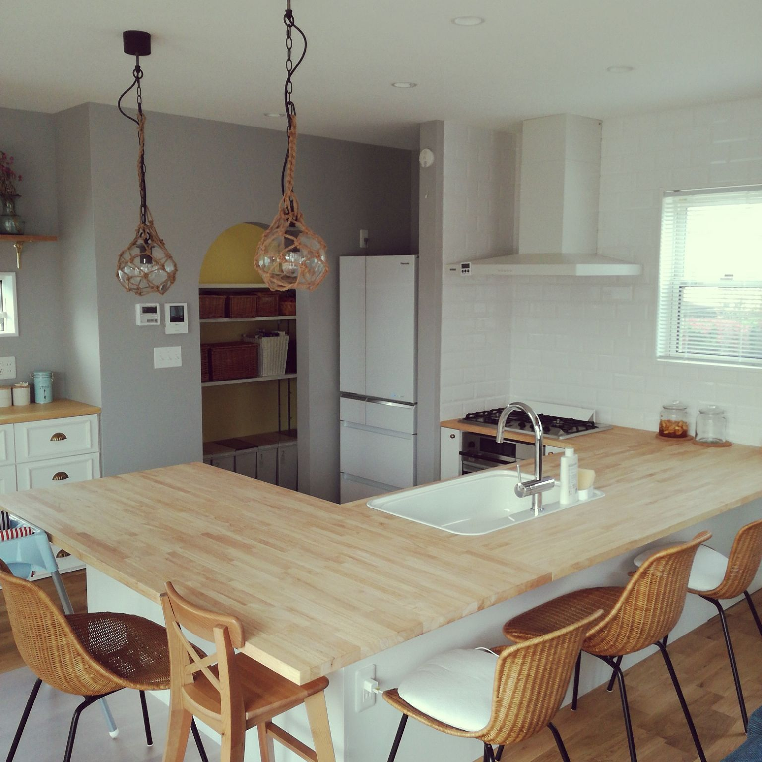 Kitchen Impossible Idee: キッチン/名古屋モザイクタイル/IDEE/造作キッチン/GROHE/コの字型キッチンのインテリア実例