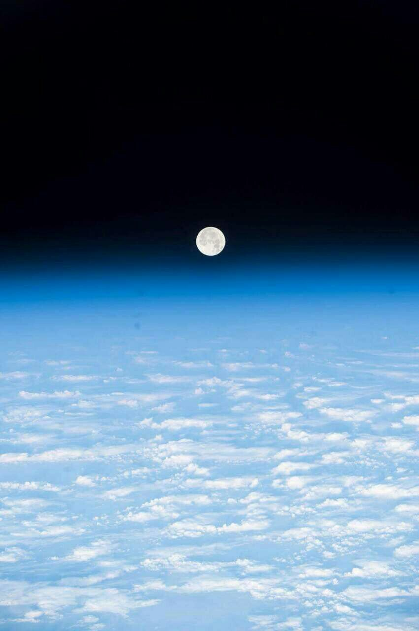 صورة للقمر وافق الارض التقطها رائد فضاء روسي قبل عودته إلى الارض Color Of Life Space Photography Views