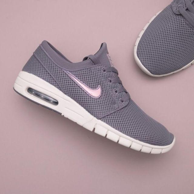 meet 470e4 abae4 Nike Stefan Janoski Max - 631303-030 •• En sko med färgbeteckningen   Gunsmoke Bubblegum kan inte annat än att bli bra. Ni fin…   Footish.se -  Instagram ...