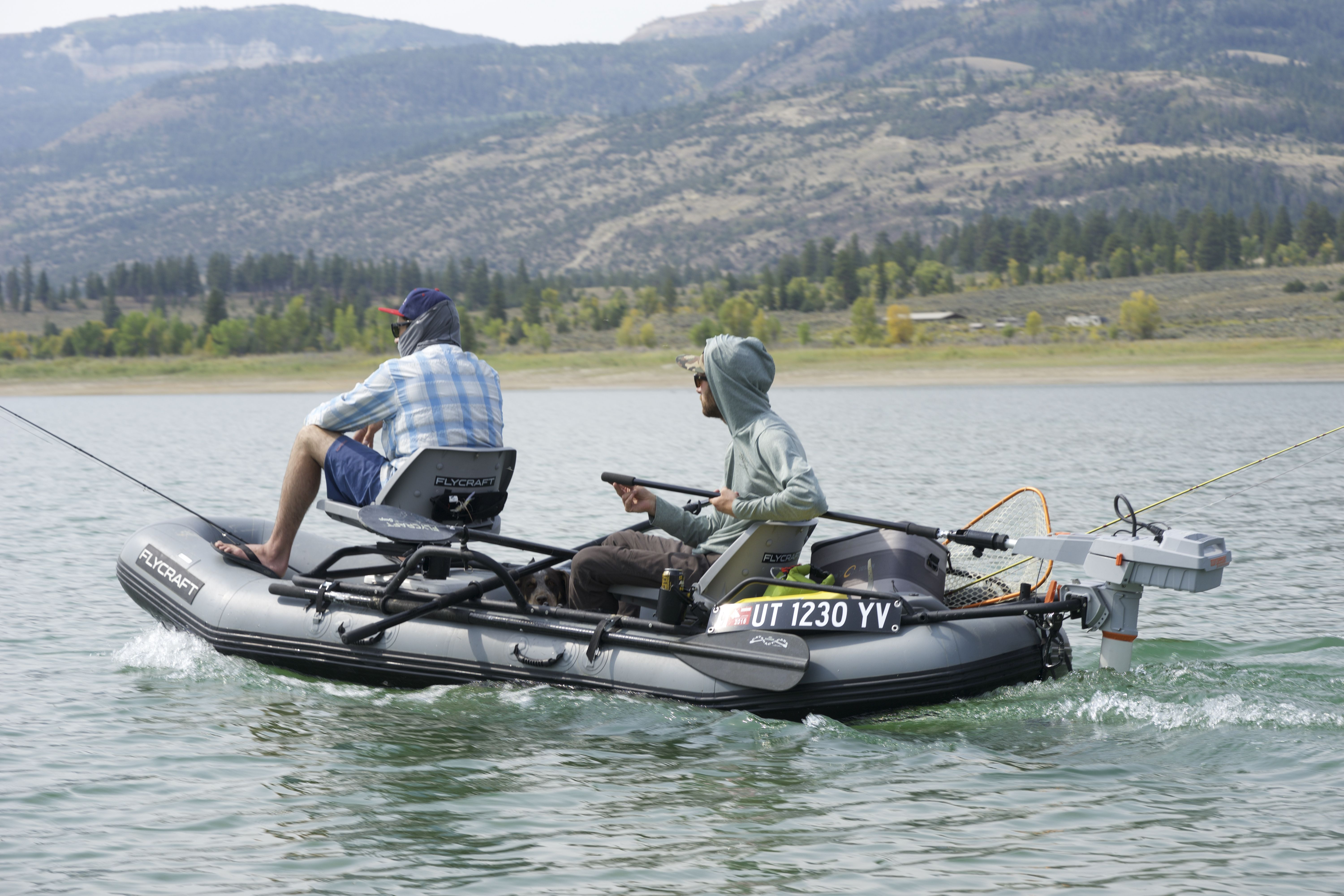 easily attach an outboard motor to the flycraft to access big bodies
