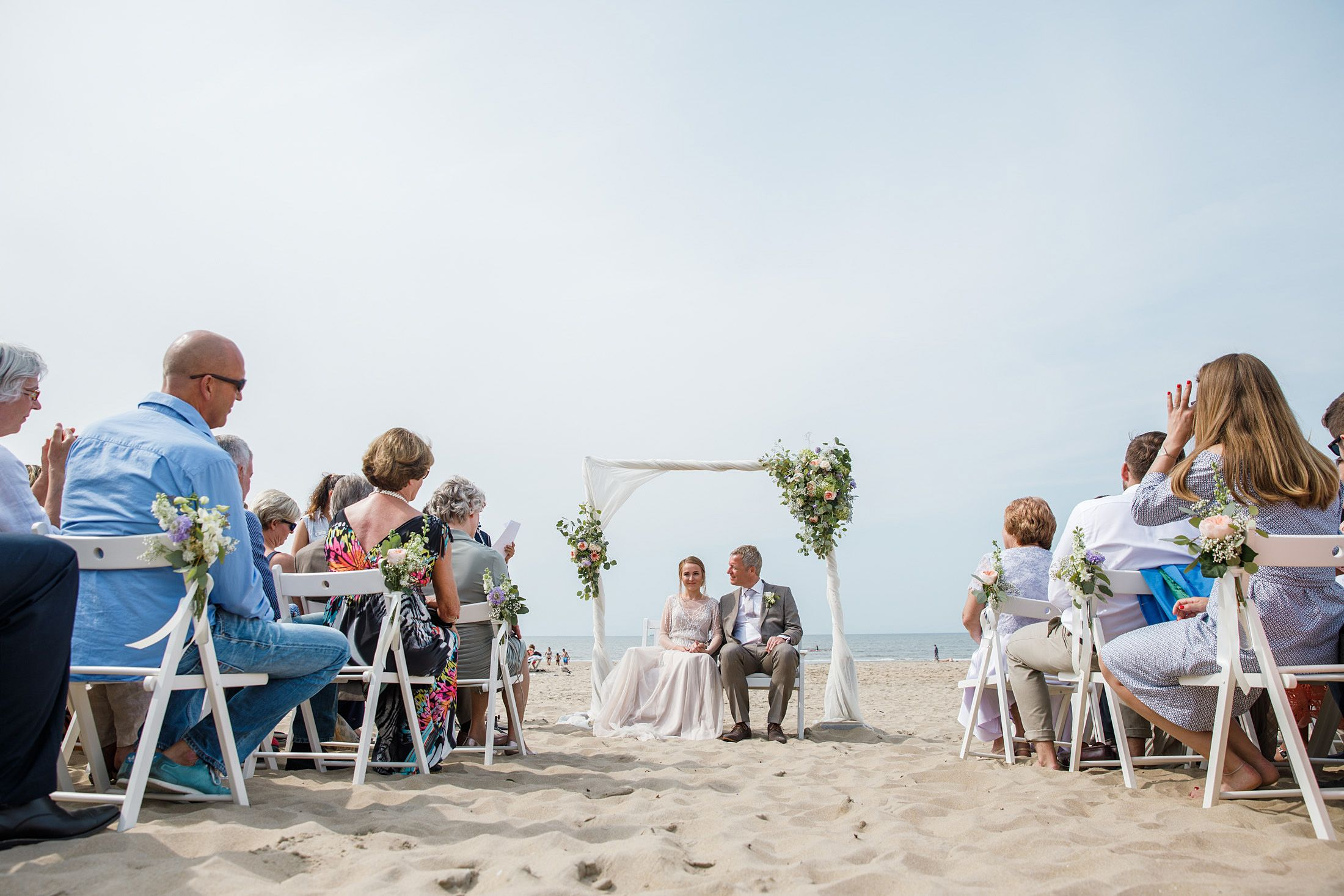 Trouwfotograaf Zandvoort Internationale Strand Bruiloft