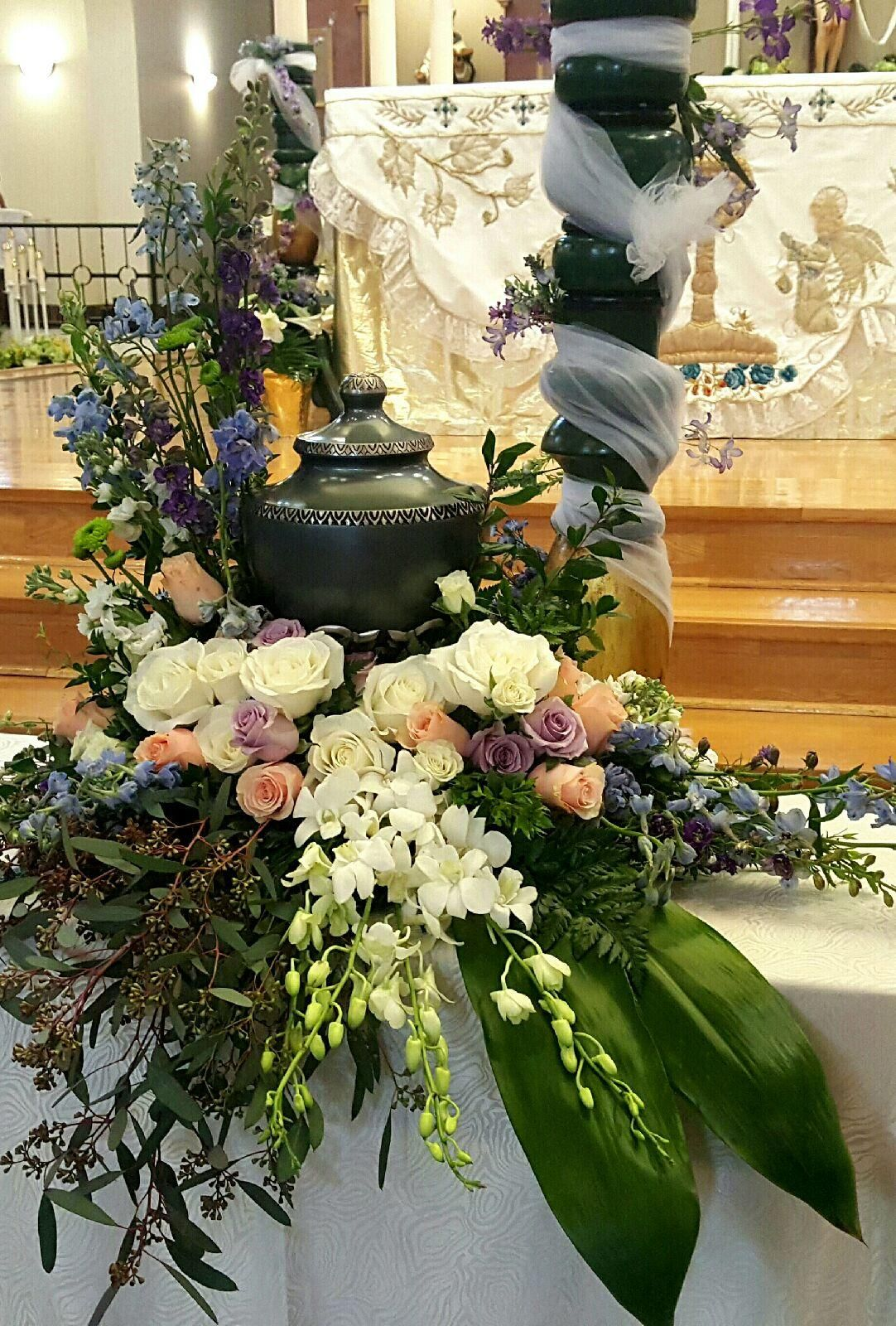 Thompsons flower shop cremation urn and floral arrangement thompsons flower shop cremation urn and floral arrangement izmirmasajfo Images