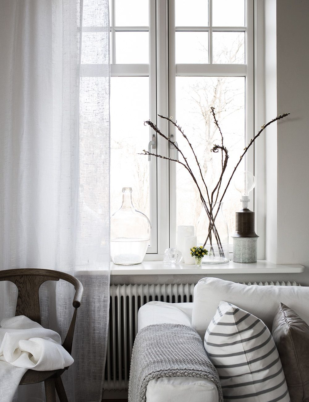 Nordic living room, beautiful light and airy curtains | Living room ...